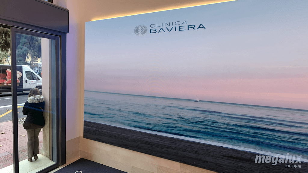 Grupo Clínica Baviera instala otra impactante pantalla LED de Megalux