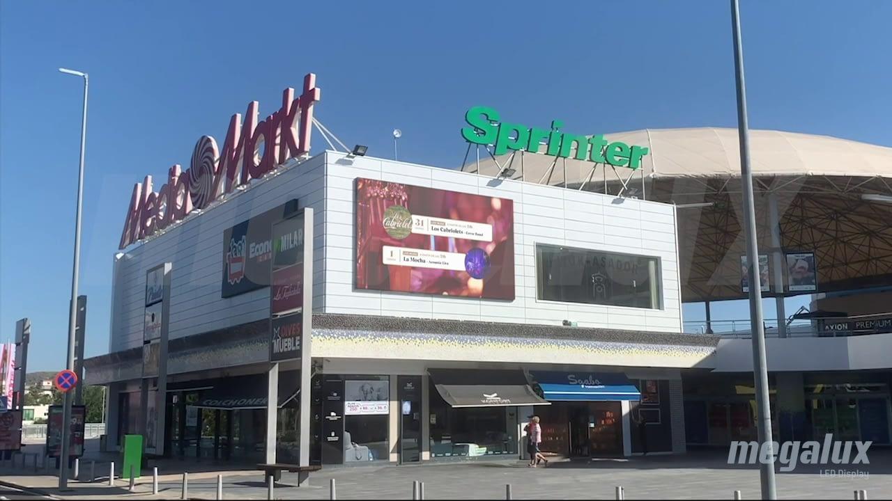 Impactante pantalla LED publicitaria en el Centro Comercial Plaza Mayor