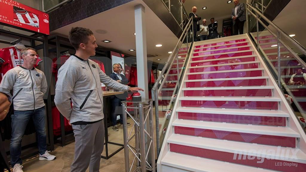 Megalux realiza pantalla LED a medida para el fanstore de Puma/PSV