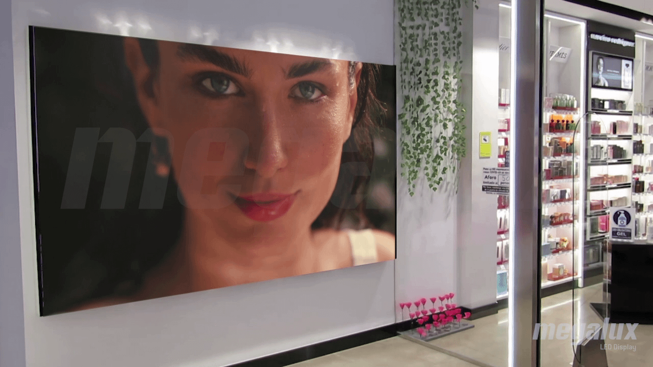 Hiper Laguna abre su nueva Concept Store con varias pantallas LED Megalux
