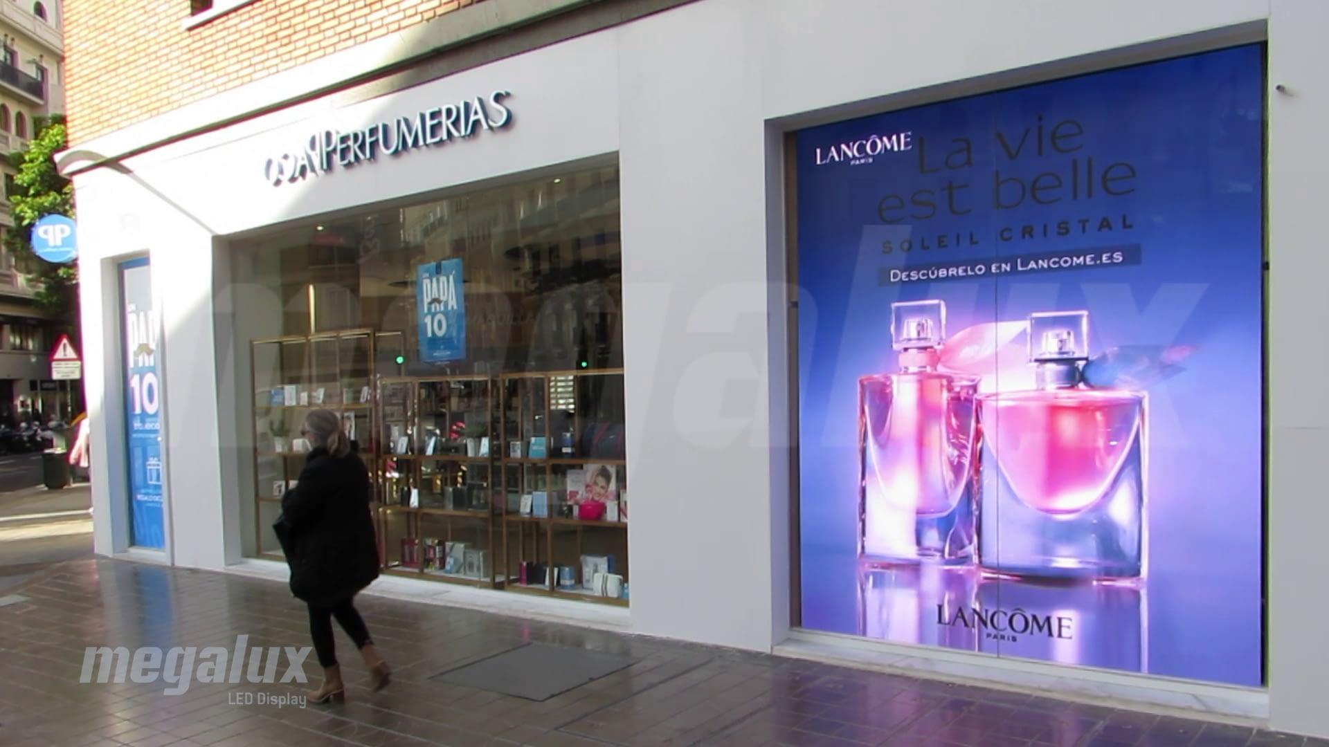 Perfumerías Paco instala impresionantes pantallas LED Megalux en sus escaparates