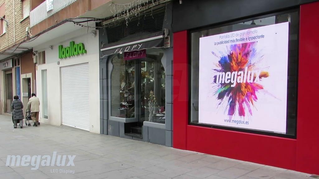Megalux ayuda a crecer a Establecimientos Cacho en Ciudad Real con una gran pantalla LED