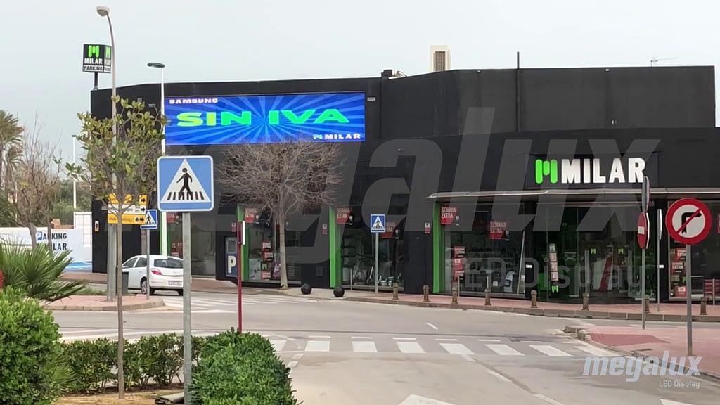 Milar Jávea amplia su tienda con una espectacular pantalla LED Megalux