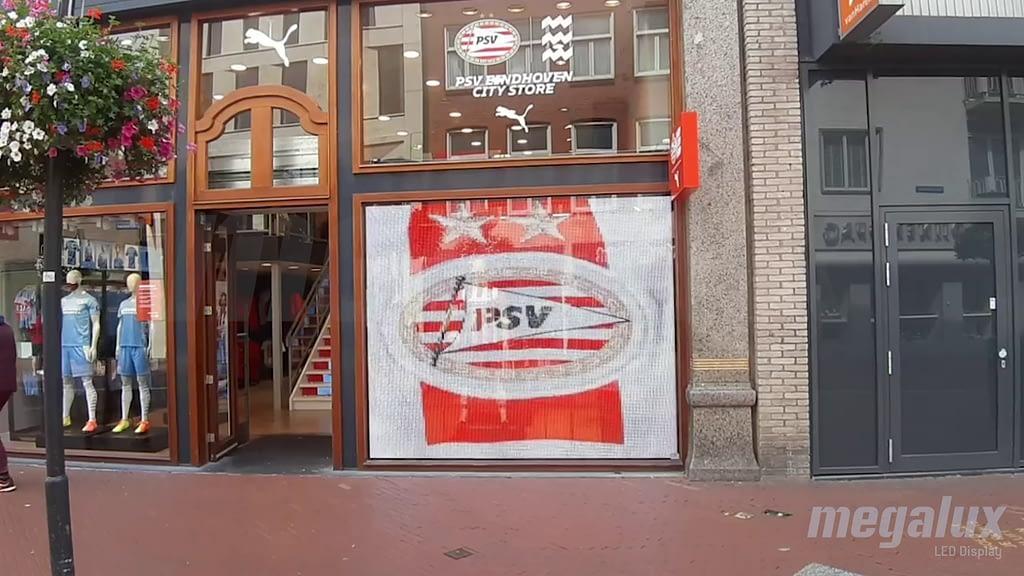 Puma elige a Megalux para su pantalla transparente en Fanstore del PSV