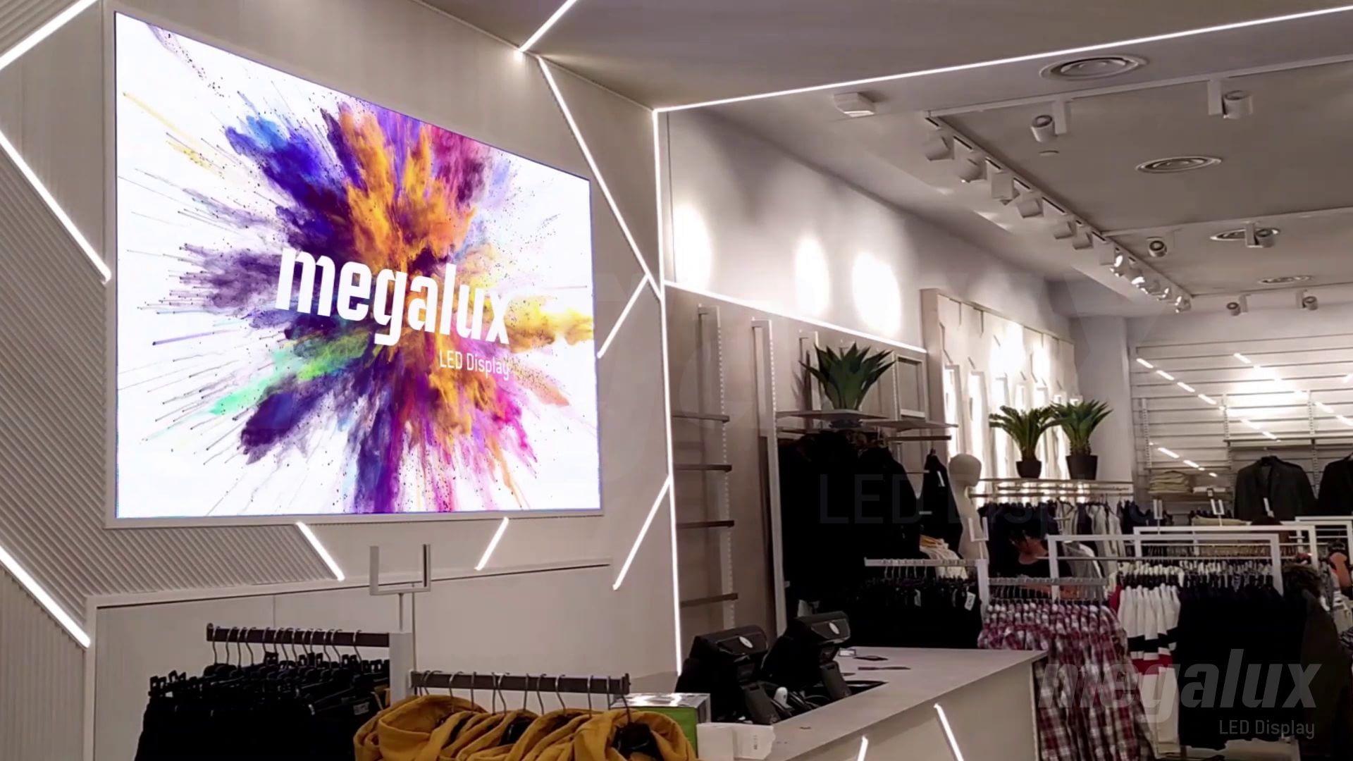 JVZ Sevilla abre sus puertas con una gran pantalla LED publictaria de Megalux