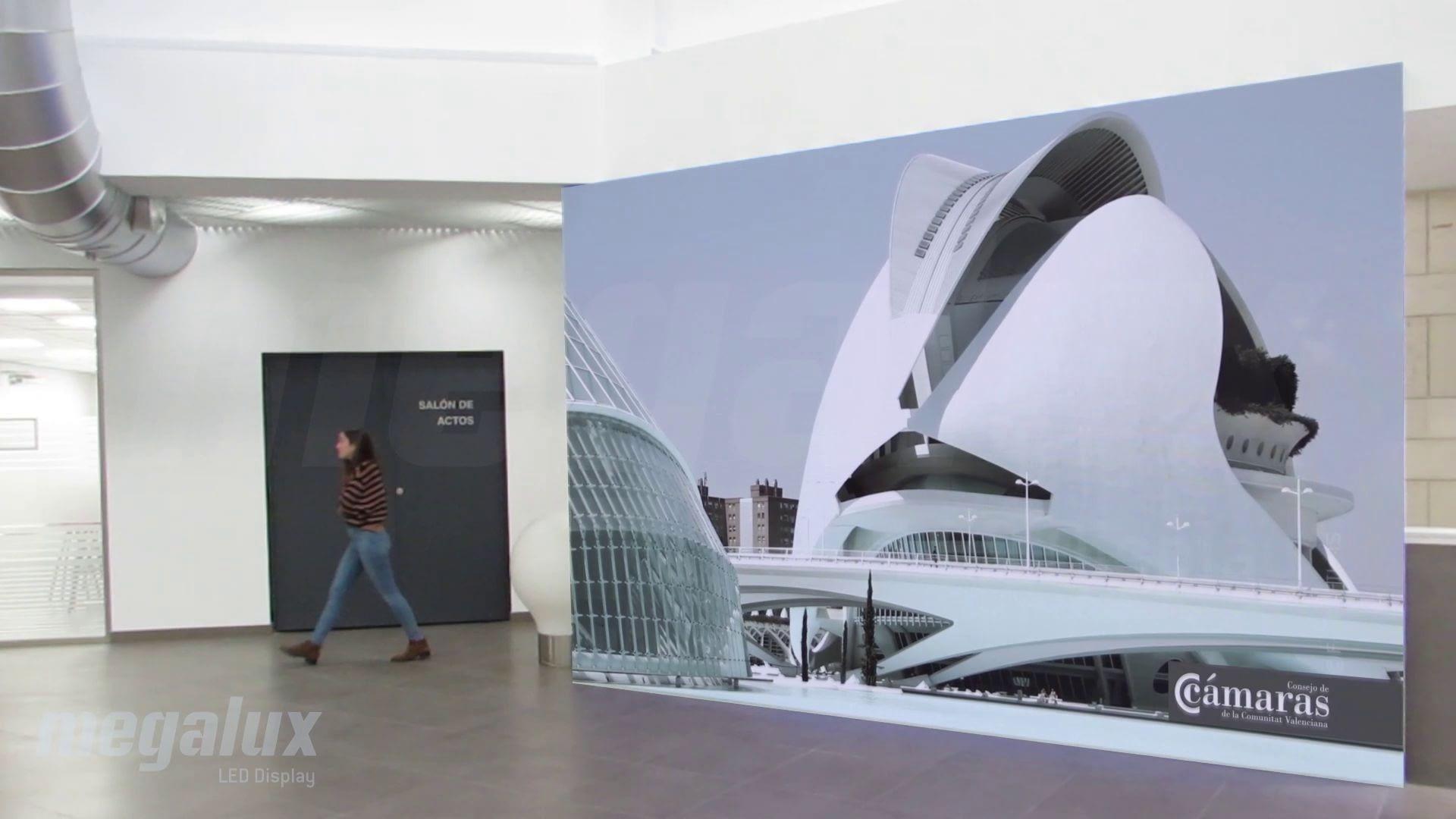 La Cámara de Comercio renueva sus instalaciones con una impactante pantalla LED publicitaria Megalux
