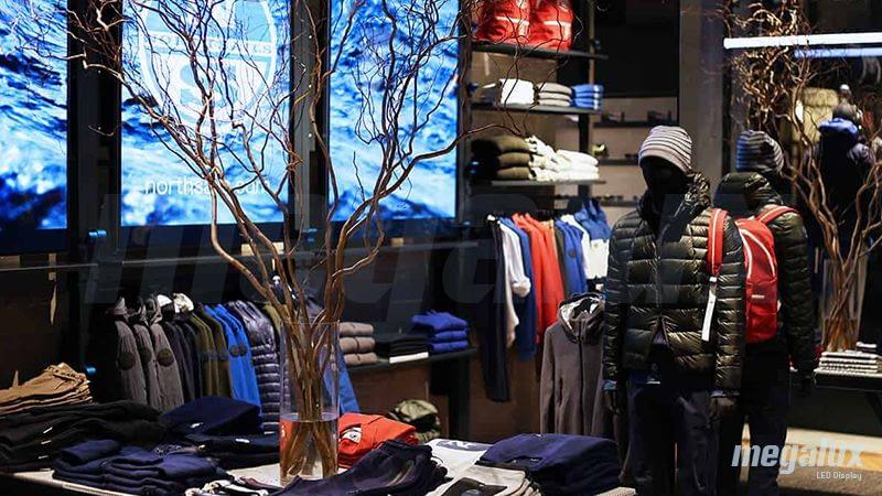 North Sails, cadena internacional de moda náutica y velas, apuesta por publicidad digital Megalux en su tienda de Milán, Italia