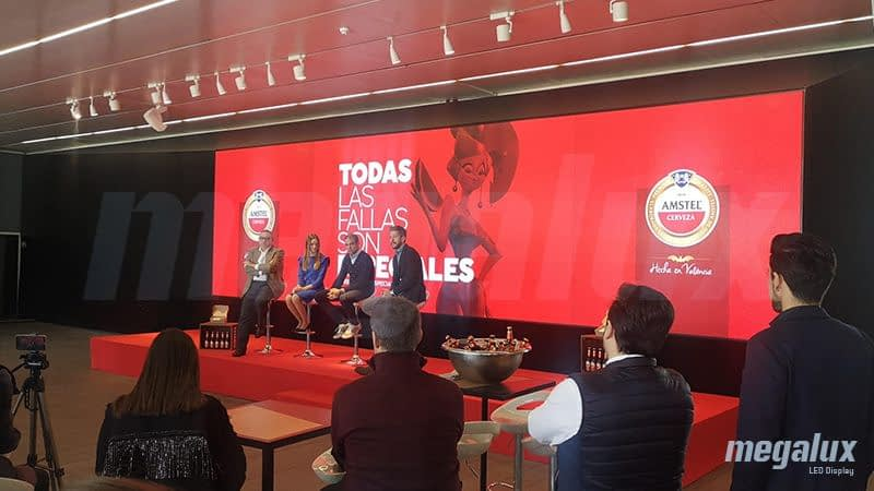 Amstel España patrocina la Mascletà Vertical, apoyada por una gran pantalla LED Megalux